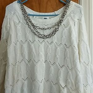 White old navy sweater with chain necklace